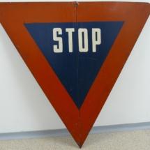 Příkazová dopravní značka zavedená od 1.11.1939
