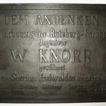 Pamětní tabule k výstavbě silnice na Červenohorském sedle, 1911, inv. č. 40.15